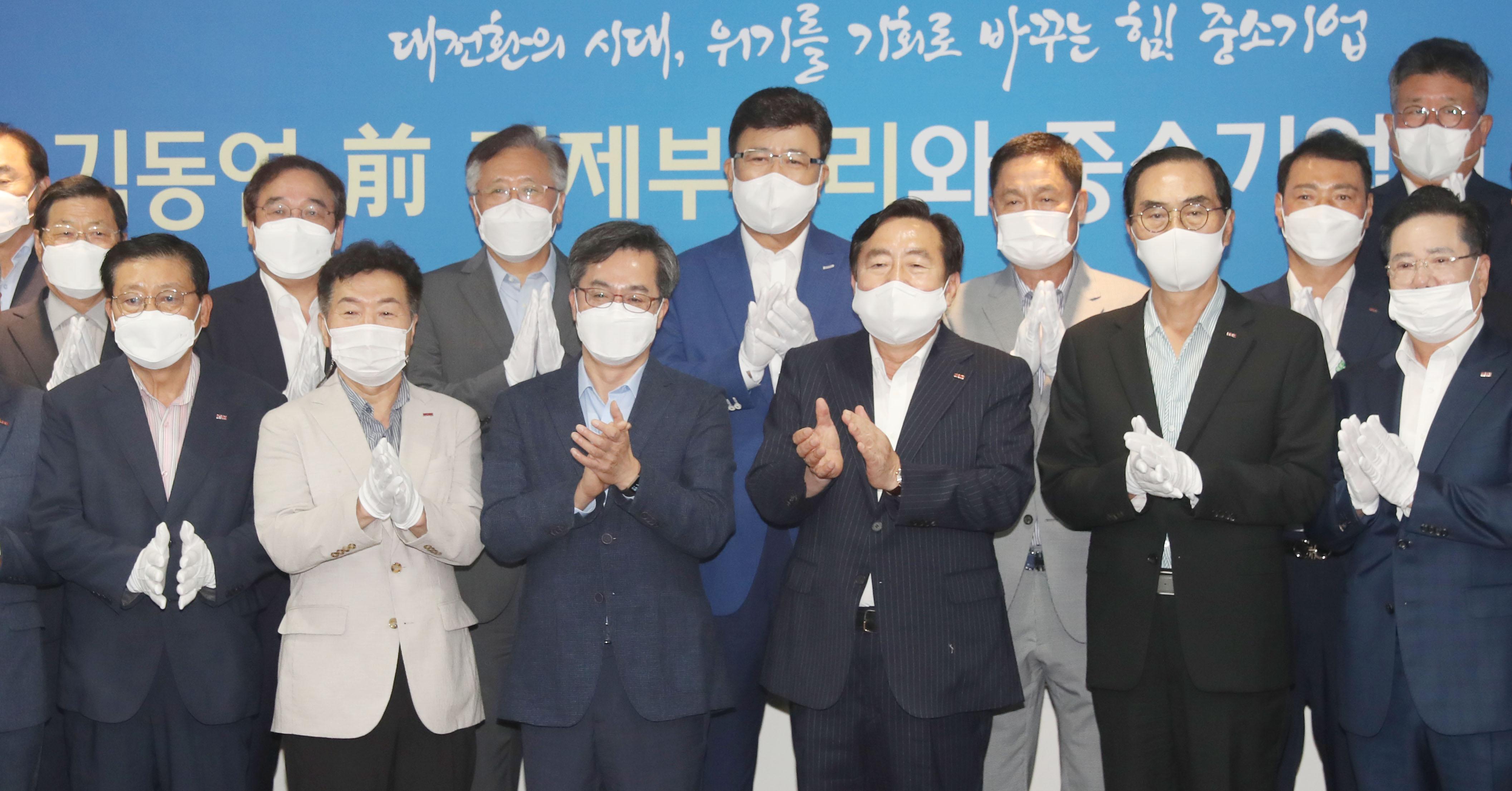 유력 대선후보 김동연 '중소기업인들 만나 목소리 청취'