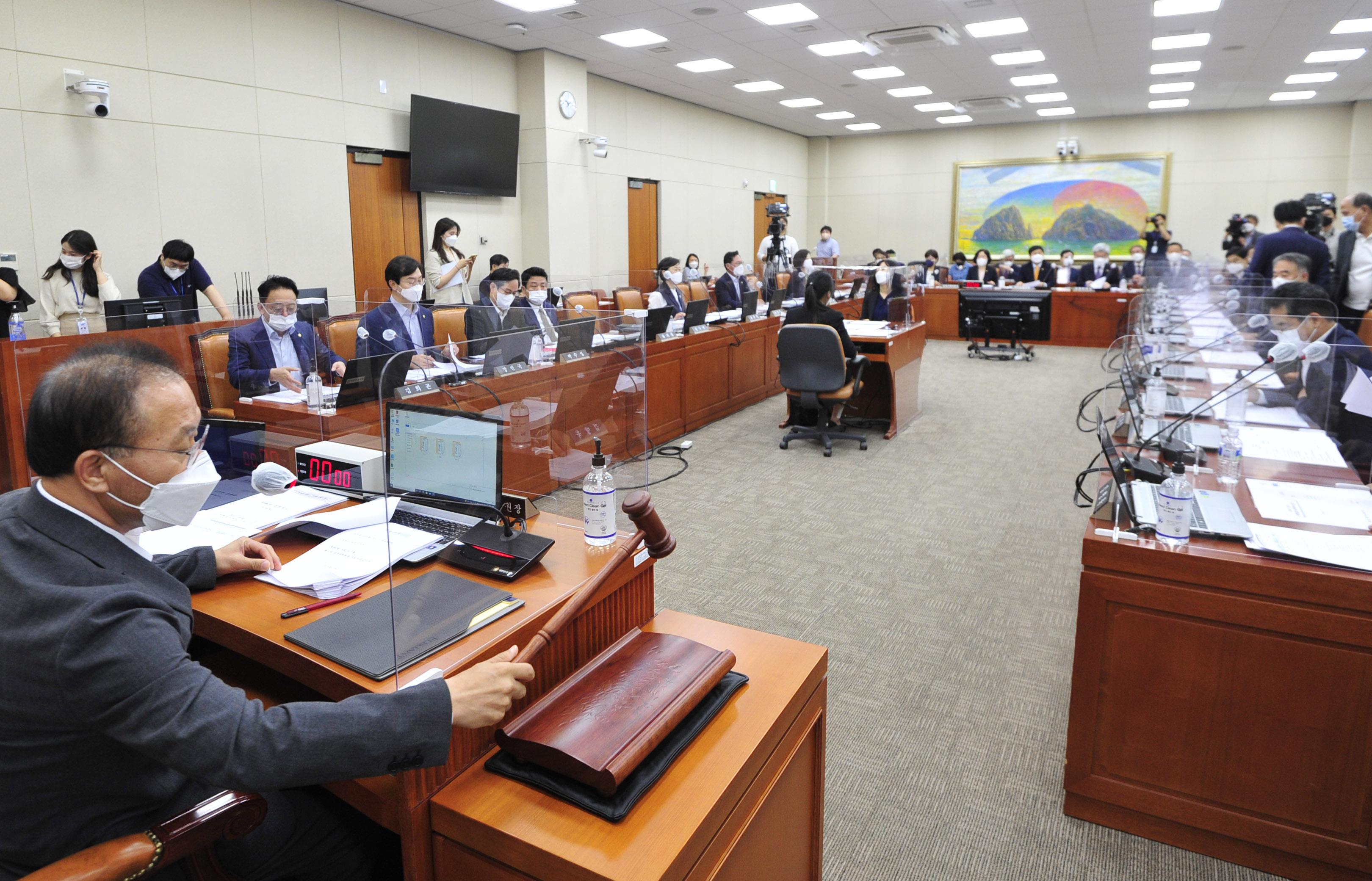 정무위, 국정감사계획서 채택의건 상정…ICT 기업 대표들 증인으로