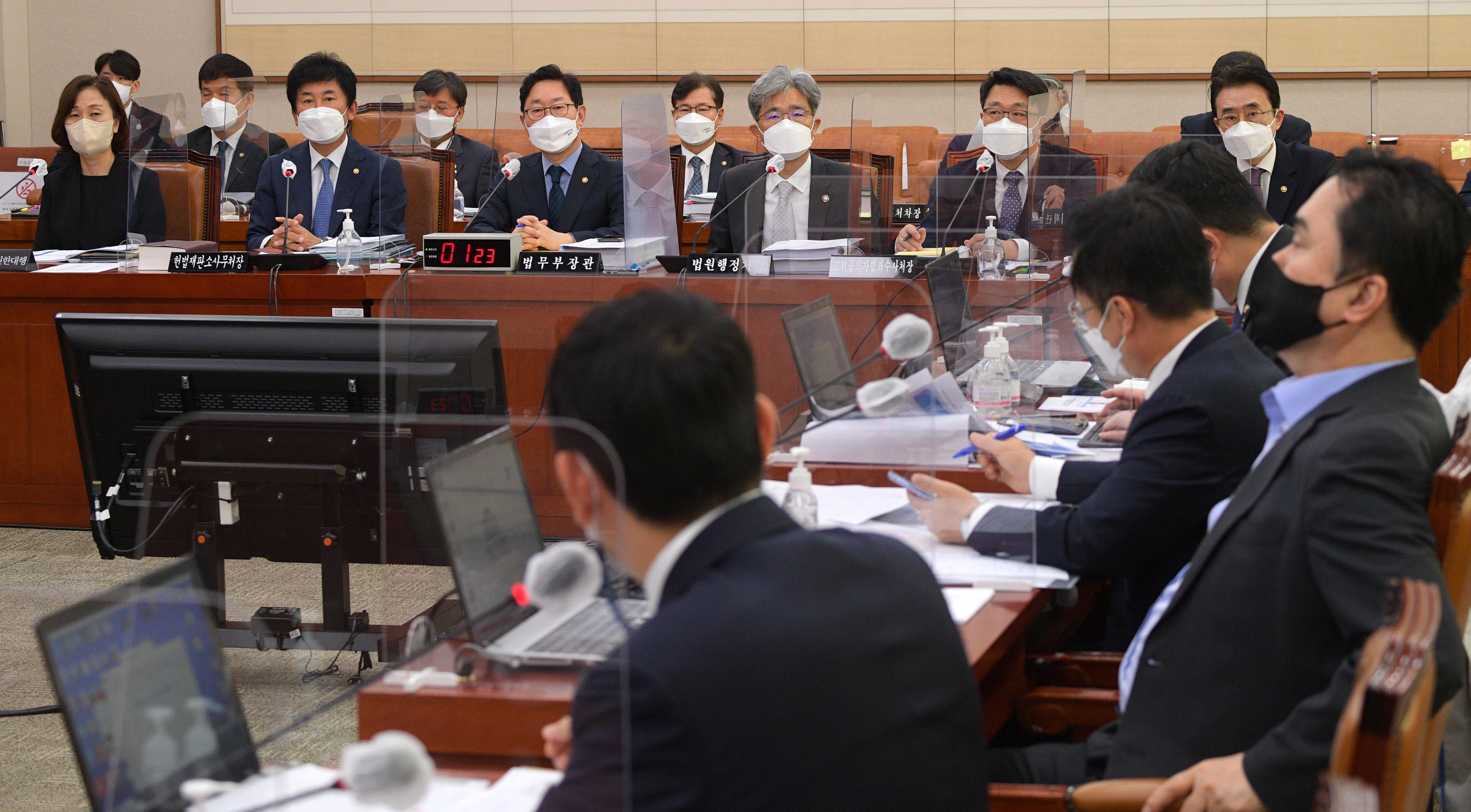"""법무부 박범계 장관, 남욱 석방 논란에…""""대장동 수사팀 신뢰"""""""